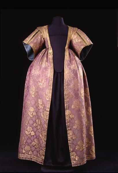 Frauenoberkleid  Um 1630-1635. Oberstoff italienisch.