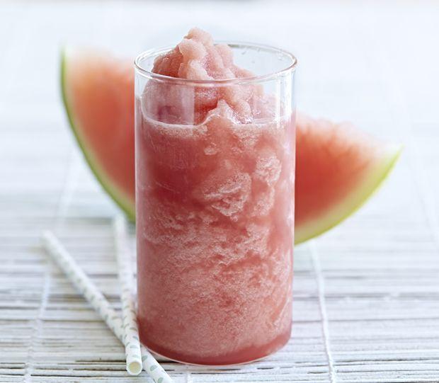 Forfriskende vandmelon-slushice er en sund sommercooler, som både store og små vil elske.