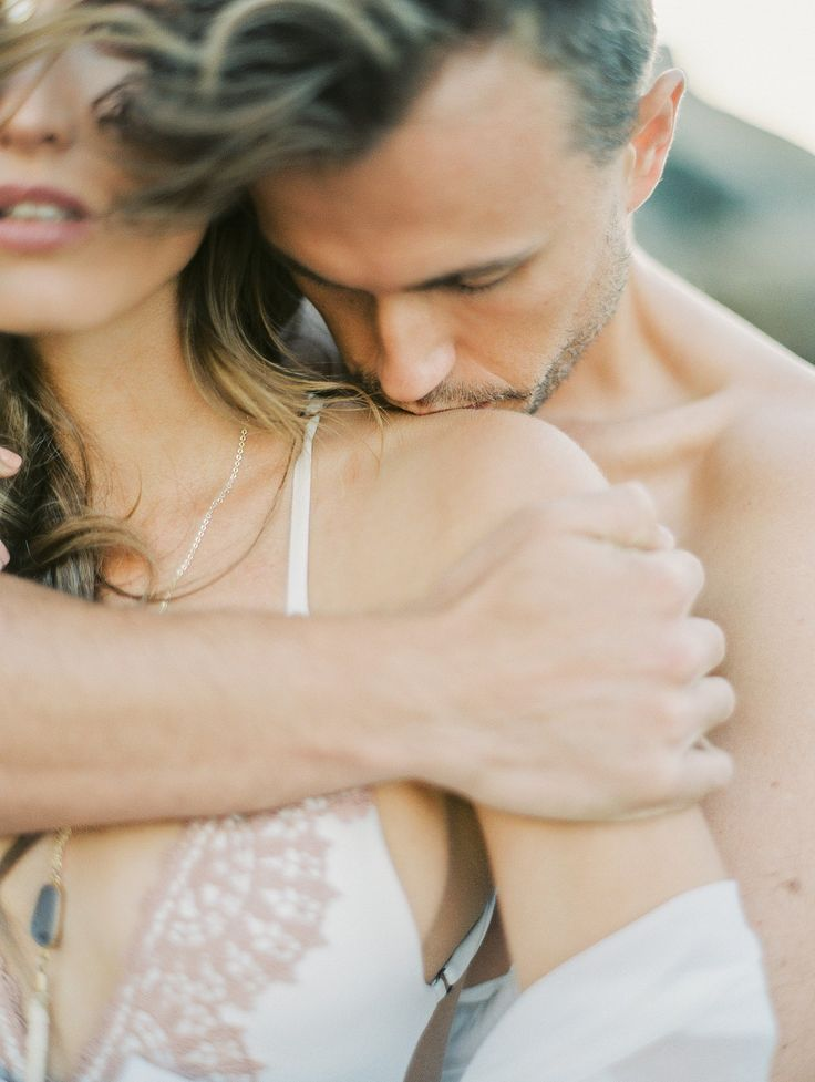 Honeymoon Packing Guide - Cape Town Honeymoon Session by CJK Visuals | Wedding Sparrow