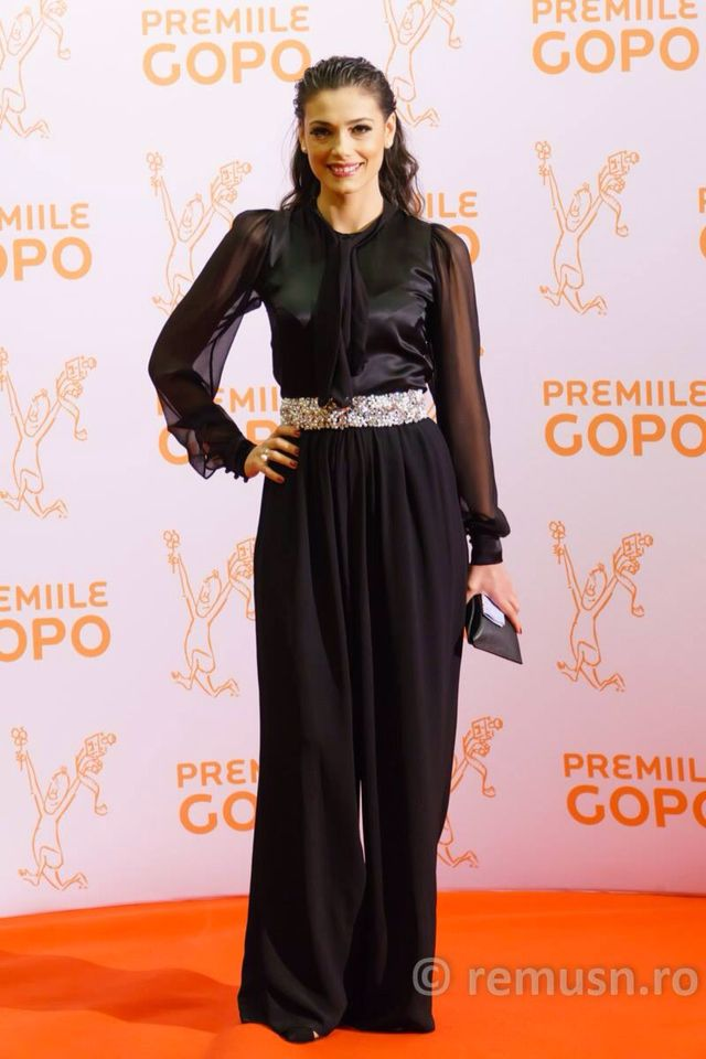 Gopo Awards 2015 Jumpsuit: @rhea costa Shoes: @mihaela glavan MUA: @ayfercadir Hair stylist: @negrisangeorge  Clutch: @ snob/ @tomflorian . My amazing ring: @ioanaenachearh  #redcarpet #premiilegopo #gopoawards #gopo2015 #actress