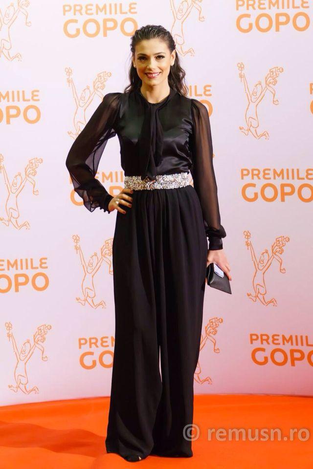 Gopo Awards 2015 Jumpsuit: @rhea costa Shoes: @mihaela glavan MUA: @ayfercadir Hair stylist: @negrisangeorge  Clutch: @snob. My amazing ring: @ioanaenachearh  #redcarpet #premiilegopo #gopoawards #gopo2015 #actress