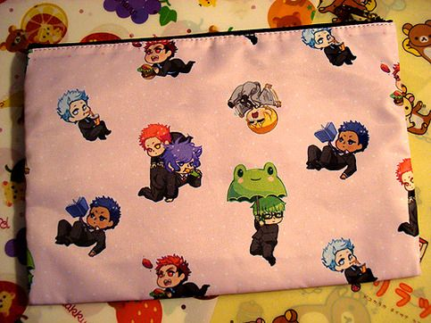 "9""x6"" zippered pouch featuring the members of Miracle Generation + Kagami from Kuroko's Basket. Perfect for use as a cosmetic bag or pencil bag. There is also an inner pocket for miscellaneous items."