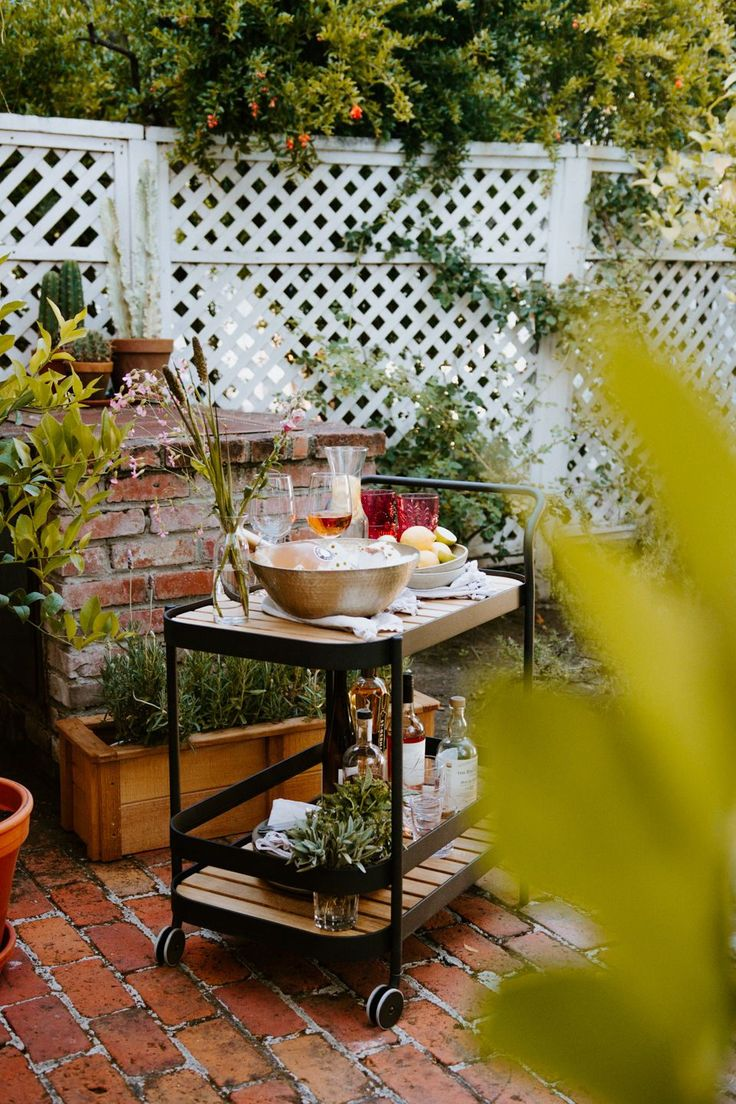 29 Ways to Make a Small Backyard Feel Twice Its Size in ...
