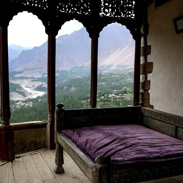 nostalgicpakistani:  The breathtaking Baltit Fort in Hunza Valley located in Gilgit-Balistan, Pakistan. (via aabbiidd)