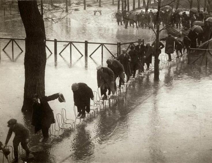 París 1924   by Henri Manuel: Photos, Funny Image, Henry Manuel, Funny Pictures, Flood, Paris Photography, 1924, Gordon Parks, Pictures Day
