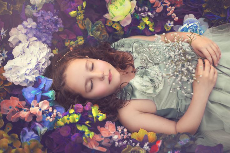 Children photography ideas. Sleeping beauty. Fairytale photography. Flowers. Photoshop editing. Styled session