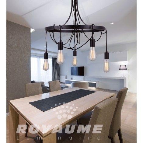 Suspendu au fini bronze de style industriel possédant plusieurs options de montage vous permettant de laisser aller votre imagination pour définir votre décor en conservant la simplicité, idéal pour salle a manger, chambre, entrée et escalier.
