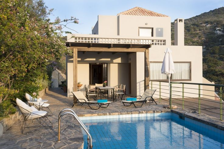 Holiday villa rental in Lasithi. Three bedroom Istron maisonette with panoramic views. Three bedroom villa with pool (104 s.m.). Ask for a quote...