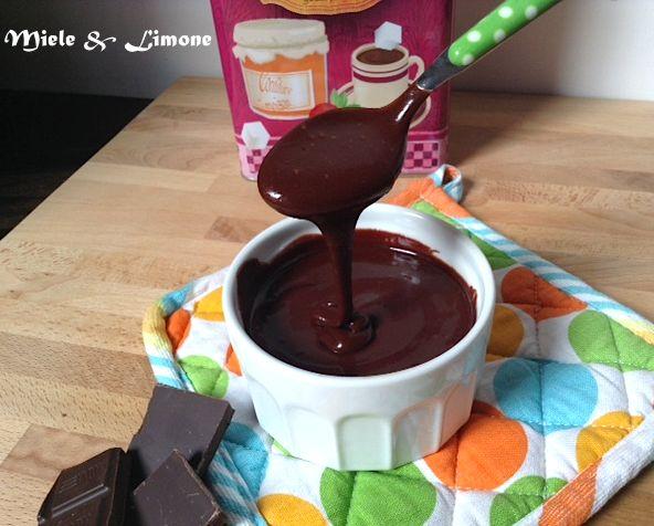 Ghiaccia al cioccolato (glassa per dolci) - ricetta base