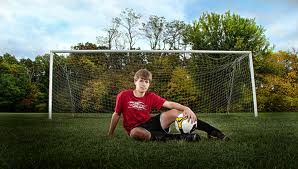 Good soccer pose. Love this how you move away from the goal to get the whole thing in the photo.