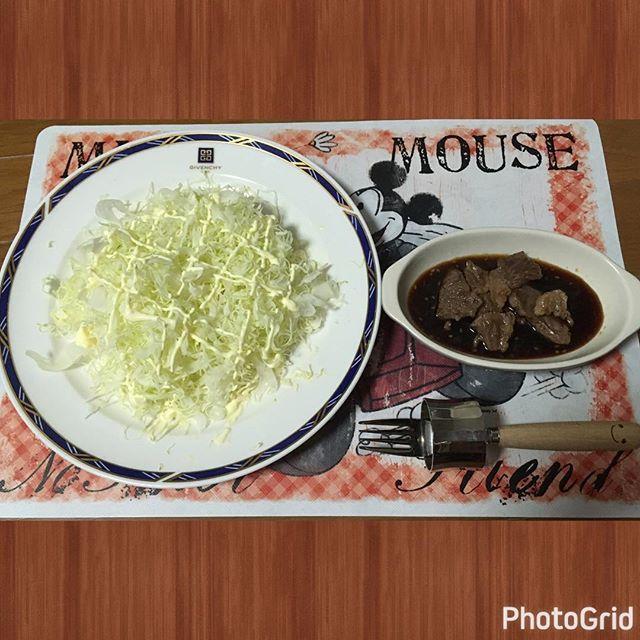 姫cooking👰🔪 贅沢ステーキ&キャベツの千切り( •̀ᴗ•́ )/ おいしいステーキ持ってきてくれたので. 焼いてみました👀🤙お肉を食べる時は 野菜がないとダメなので急遽キャベツを 購入(๑¯ω¯๑)お肉と野菜のコンビ最高🤘 #今日のごはん #今夜のごはん #ごはん #おうちごはん #ランチ #lunch #昼食 #ディナー #dinner #夕食 #肉 #ステーキ #🍖 #野菜 #キャベツ #料理 #cooking #花嫁修行 #継続は力なり #🔪