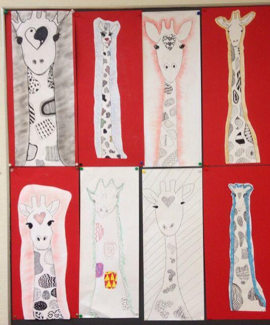 Werk van groep 7/8. Giraffe maken met zwart wit patronen. Omlijnd met oliepastel of potlood (1).