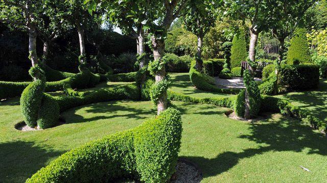 Le jardin de Grand Launay à Lanrivain au sud de Guingamp (Côtes-d'Armor), le 13 juin 2014