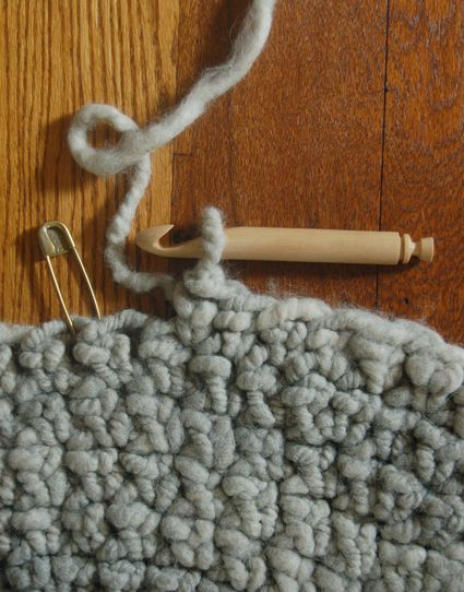 Finally a tutorial about making a rug with large yarn and what they used.