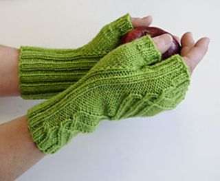 Winding Way Mitts by Cheryl Beckerich