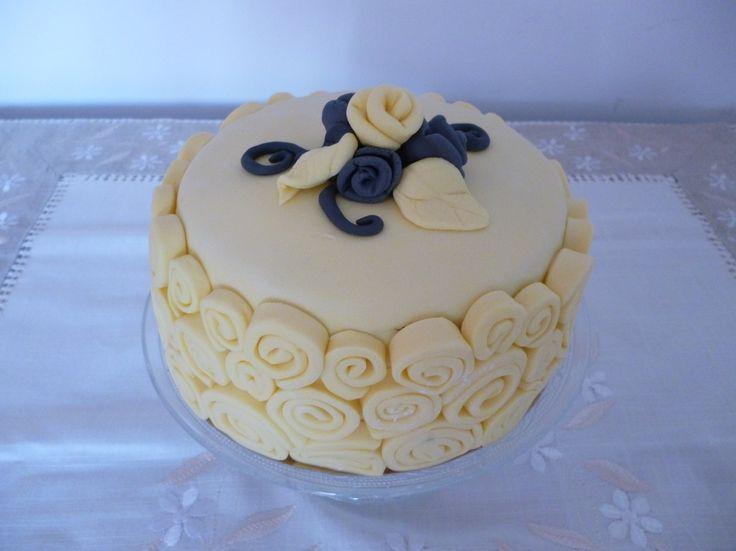 cake , tarta rosas amarillas para cumpleaños. #cake #dulcedorortea #tarta