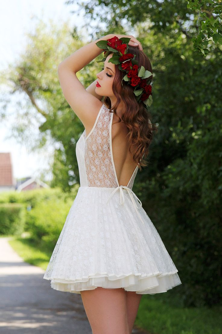 White Lace Dress from elionia.se