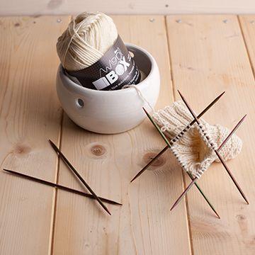 """100% lana Merino d'Arles nm. 1/2330, 50g= 117 m. ferri consigliati n. 4/5. Proveniente dagli allevamenti delle Alpes Maritimes, tosa 2011, Lana molto fine e pregiata, conosciuta per la sua morbidezza e per il suo """"calore"""". Progettata per capi da portare a pelle: sciarpe, berretti, maglioncini a dolce vita, scialli avvolgenti , consigiata anche per capi da bimbo."""