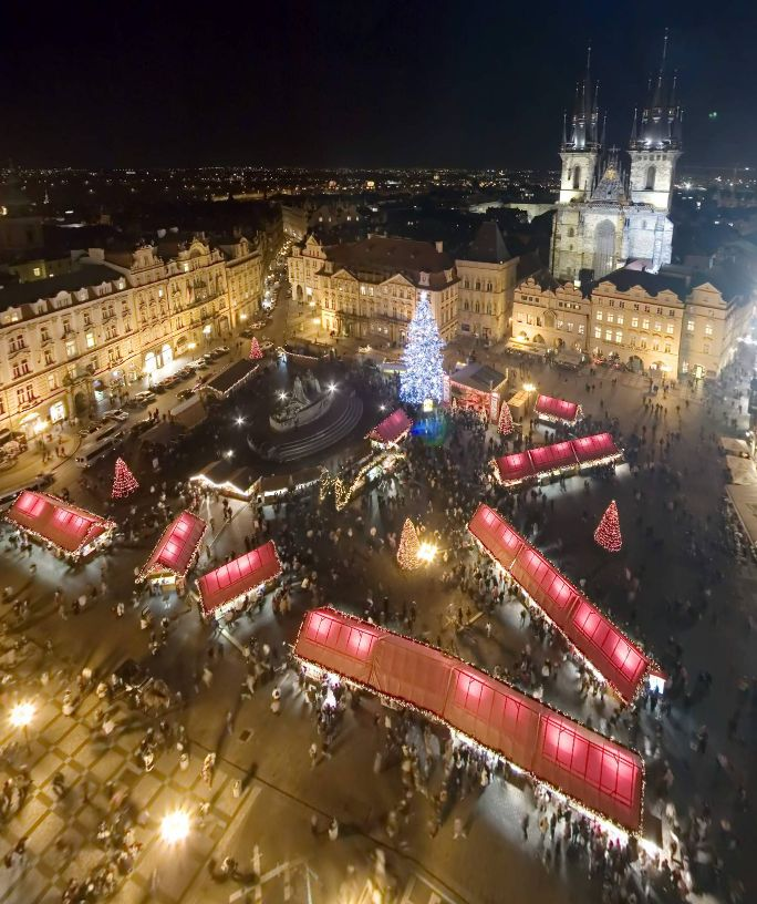 Old Town Square Christmas, from the Tower (Prague, Czech Republic) by Jeffrey Martin https://www.360cities.net/image/old-town-square-christmas-from-the-tower#-388.01,32.06,95.0