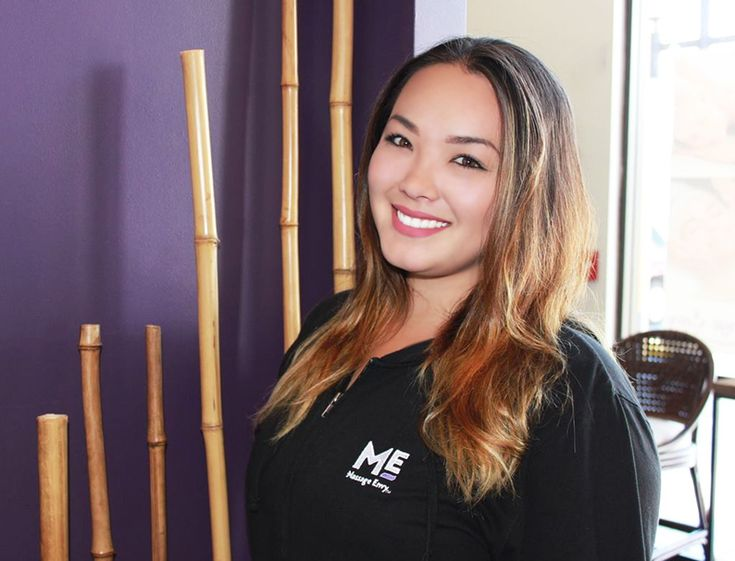 "#featurefriday Employee Feature: Noe, one of our #Sales #Associates and #Assistant #Manager at our #PearlCity #Highlands #MassageEnvy #Hawaii location. #spa Noe says all vacations are fantabulous =) Her favorite part about working for Massage Envy are ""the owners, managers and co-workers."""