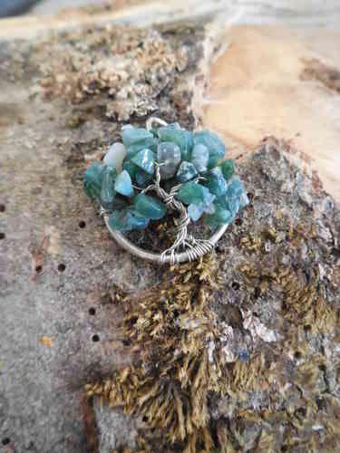 Zilveren handgemaakte hanger van een Levensboom met mosagaat blaadjes.