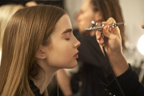 http://www.constancezahn.com/maquiagem-com-airbrush-para-noivas/
