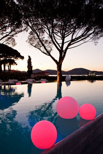 Lumières flottantes pour la piscine