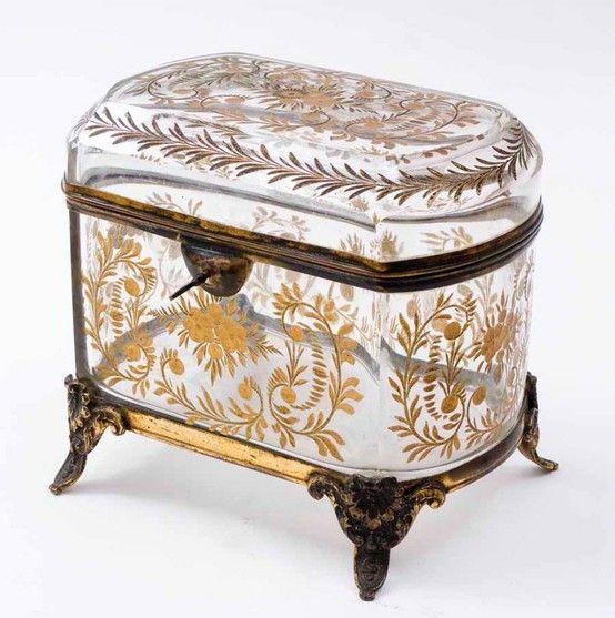 Le Petit Poulailler: Photo glass casket bohemian