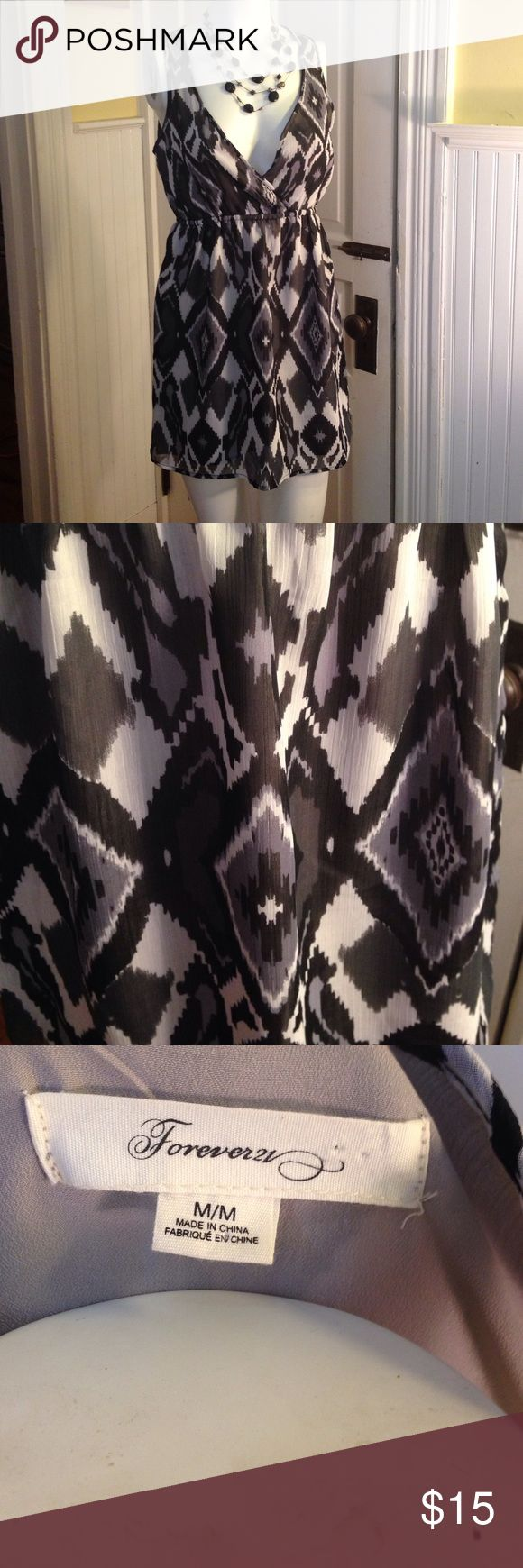 Black,white& gray diamond pattern short dress Med. Black,white& gray diamond pattern short dress Med. Forever 21 brand great condition. Low cut v neck. Size medium. Good condition Forever 21 Dresses Mini