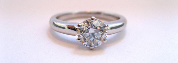 liebevoll handgefertigte Verlobungsringe von der Goldschmiedemeisterin Stephanie Berger aus München.  #Verlobungsring #Verlobungsringe #Weißgold #Brillant #Diamant #Schmuck