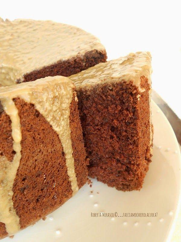 CHIFFON CAKE AL CIOCCOLATO e GLASSA AL CAFFE' e CARDAMOMO . http://facciamocheerolacuoca.blogspot.it/2014/10/chiffon-cake-al-cioccolato-e-glassa-al.html