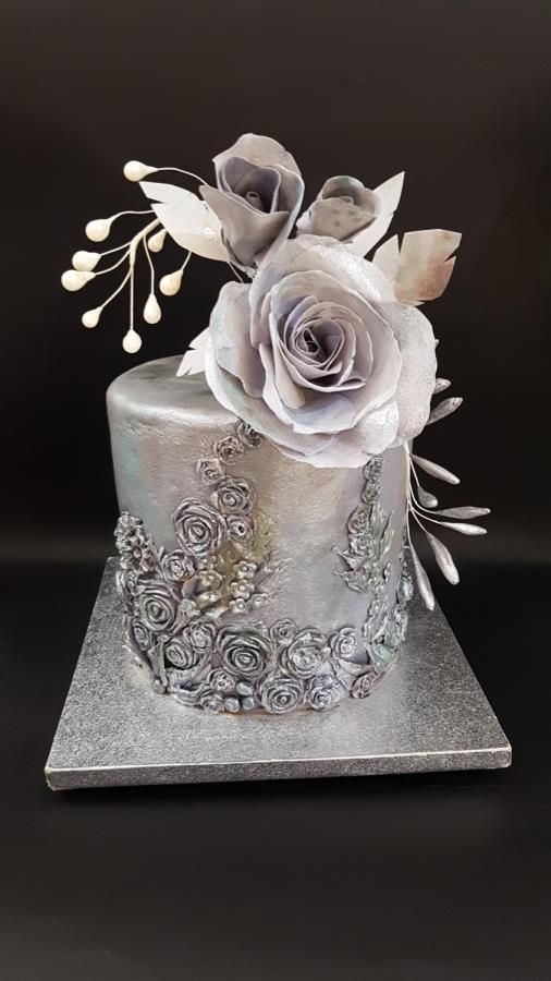 Metalica cake with wafer paper rose by iratorte
