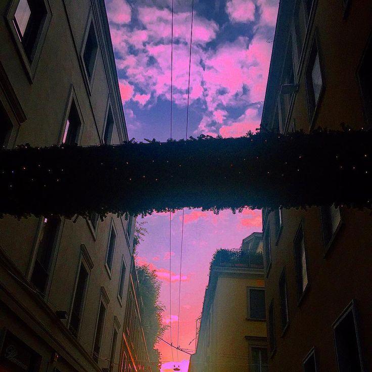 Non esiste la mancanza di tempo esiste la mancanza di volontà. Perché quando le persone lo vogliono veramente il tramonto diventa alba martedì diventa sabato e un momento diventa un'opportunità. by dyadra