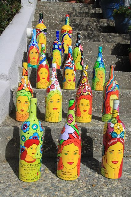 More painted wine bottles  Everything on this woman's site is wonderful!