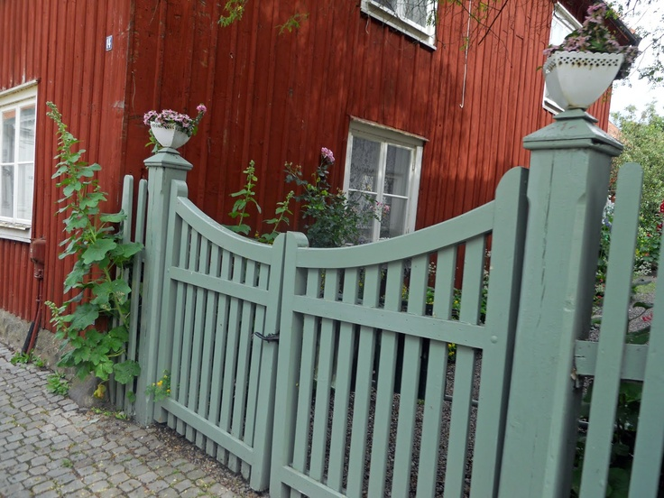 ... här gröna till det röda more grind staket plank staket grindar och