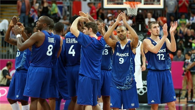 Tony Parker #9 (second from right) of France and team mates acknowledge the crowd after winning against Tunisia in the men's Basketball preliminary round match on Day 8 of the London 2012 Olympic Games at the Basketball Arena.  /Photo/sport/General/01/32/46/261tony-parker-france-and-team-mates-acknowledge-the-crowd-after-defeating-tunisia1324626  Related tags