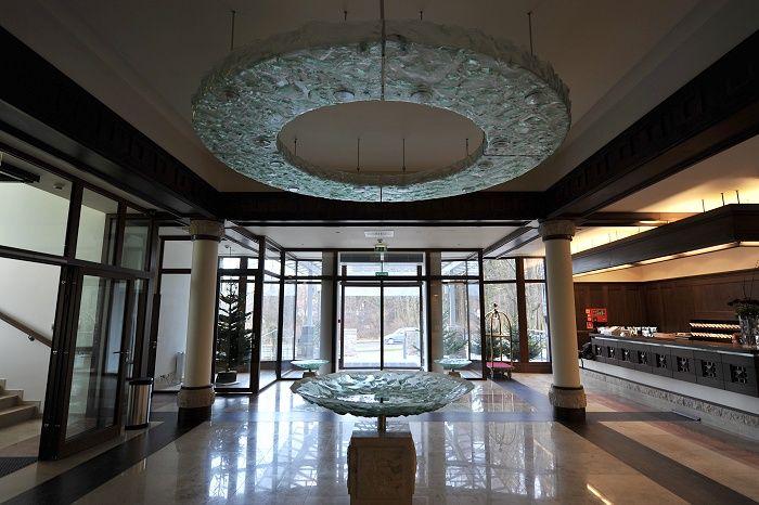 Tomasz Unbanowicz large scale glass in architechtural installations  http://www.archiglass.com.pl