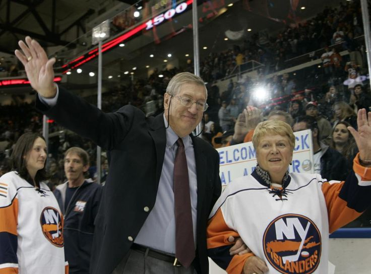 New York Islanders Head Coach Al Arbour Waves To Fans As He Leaves The Ice With His Wife Claire After Returning To The Islanders To Coach His 1500th Hockey Game, Against The Pittsburgh Penguins. -YahooSports