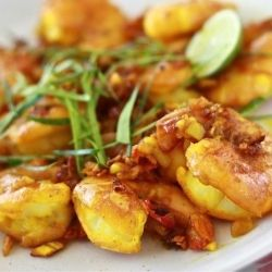 golden prawns with turmeric and kaffir lime leave slices