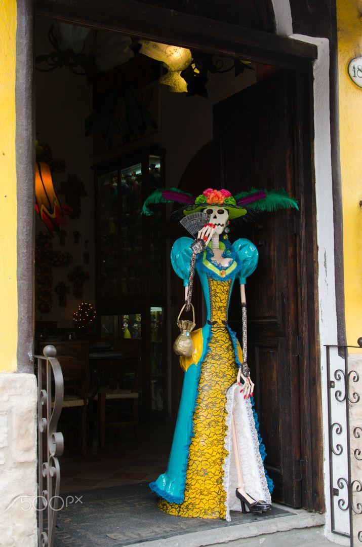 Catrina - Catrina, leaving a store in Tlaquepaque #Mexico