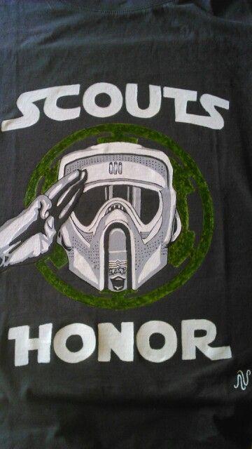 Camiseta pintada a mano para un buen Scout