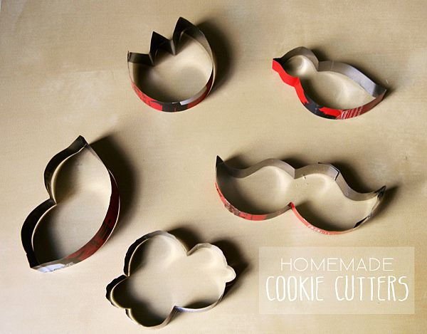 How to make your own cookie cutters!Finding Originals, Homemade Cookies Cutts, Homemade Cookies Cutters A, Pop Cans, Empty Sodas, Originals Cookies, Cookie Cutters, Diy Cookies, Homemade Cookie'S Cutters A