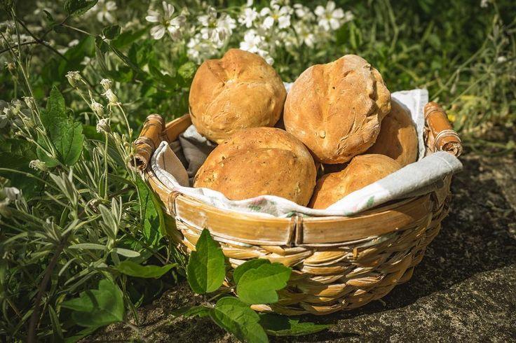 Die heutigen Sonntagsbrötchen werden Ihnen präsentiert von @mexicolita_  Es handelt sich um eine Komposition aus Dinkelmehl Hefe Agavendicksaft diverse Kerne geschroteten Leinsamen und Sonnenblumenöl.  Wir werden jetzt Frühstücken!  #hildesheim #brötchen #bun #diy #essen #food #hunger #frühstück #breakfast #dinkelmehlforthewin #keinaufbackmistsondernselbstgemacht #yummi #lecker #nomnom