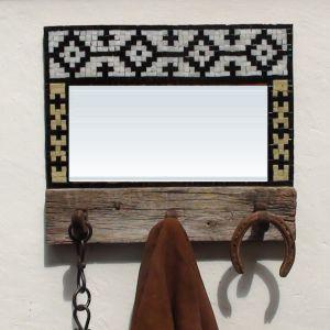 espejo y perchero guarda pampa con mosaico veneciano