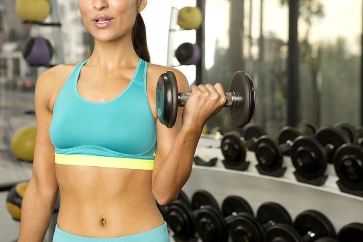 Get your abs Spring-break-ready with these ab exercises that brings weights to your routine.