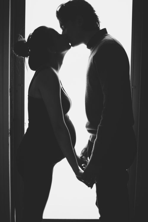 maternity photography photoshoot shoot silhouette baby bump pregnant black and white baby announcement couple kiss poses