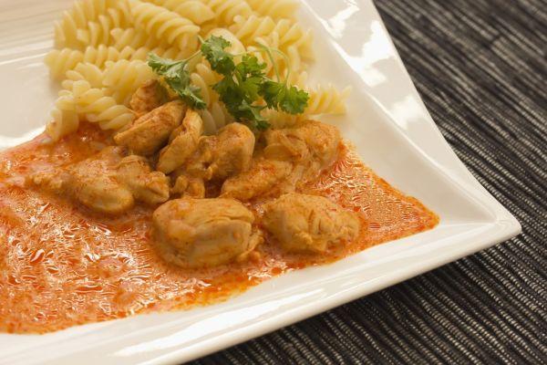 Kurací paprikáš - Recept pre každého kuchára, množstvo receptov pre pečenie a varenie. Recepty pre chutný život. Slovenské jedlá a medzinárodná kuchyňa