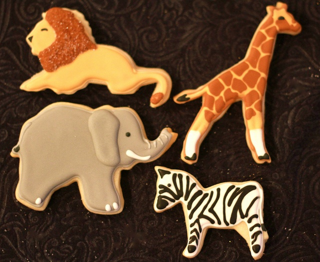 One of the better sets of zoo animal cookies I've seen. Love the giraffe!