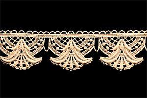 Spitze Meterware ist ein echter Renner nicht nur für Brautmode und Hochzeitskleider. Mit wenig Aufwand gestalten Sie Ihre Garderobe neu. Nähen Sie weisse Plauener Spitze an Ihr Lieblingskleidungsstück und ziehen Sie neugierige Blicke auf sich.