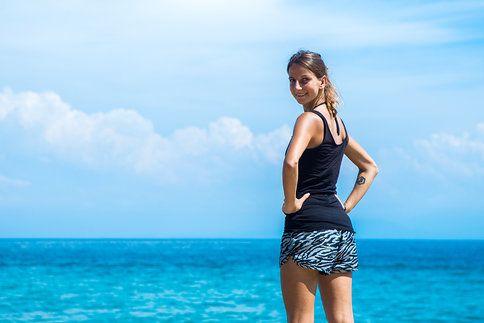 Pět účinných cviků na zadek a stehna. Jak nejlépe zpevnit hýžďové a stehenní svalstvo? Podsazování, výpady, předklony, přeskoky.